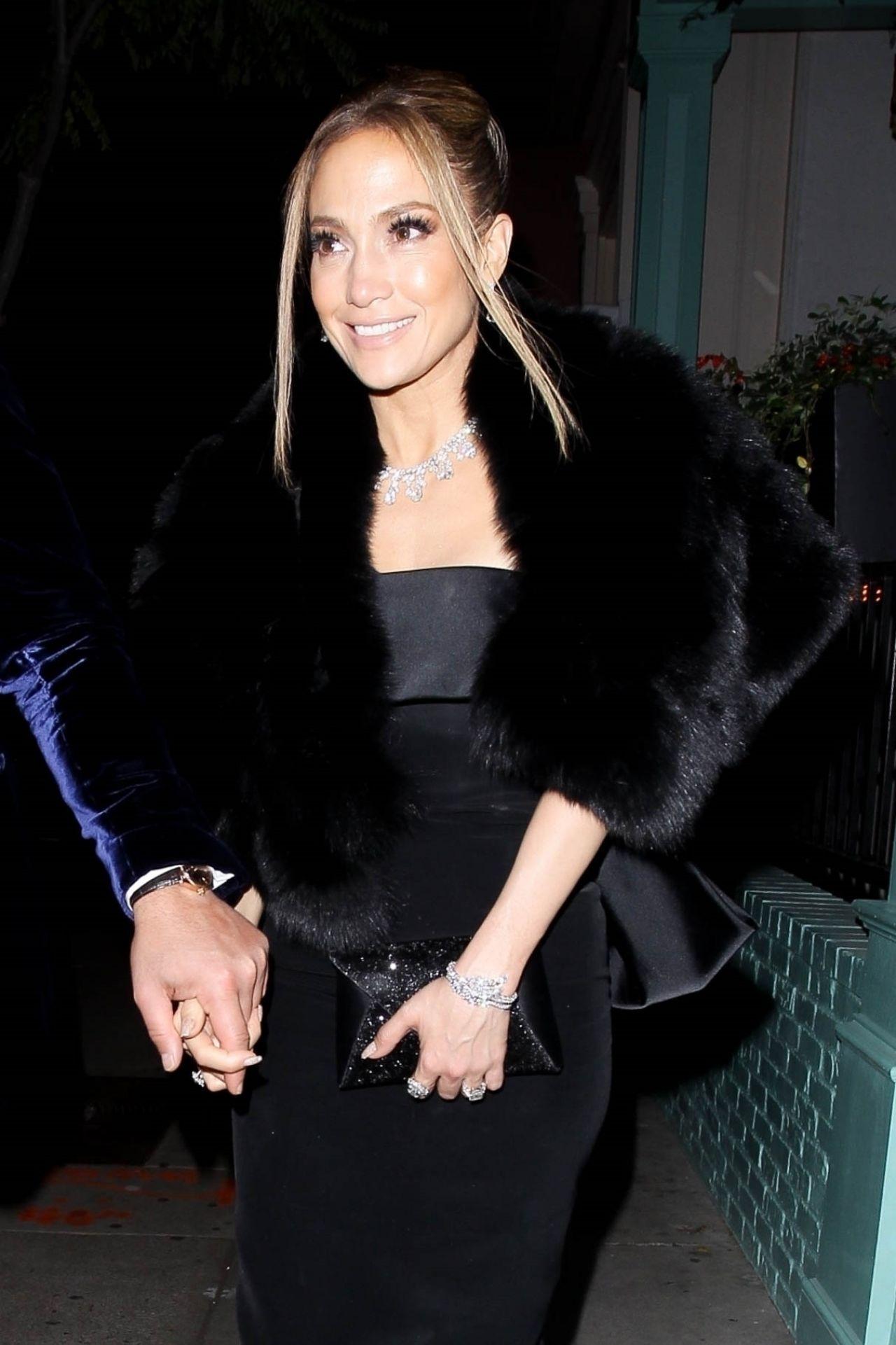 珍妮弗·洛佩兹(Jennifer Lopez)与丈夫在西好莱坞举行的SAG颁奖典礼