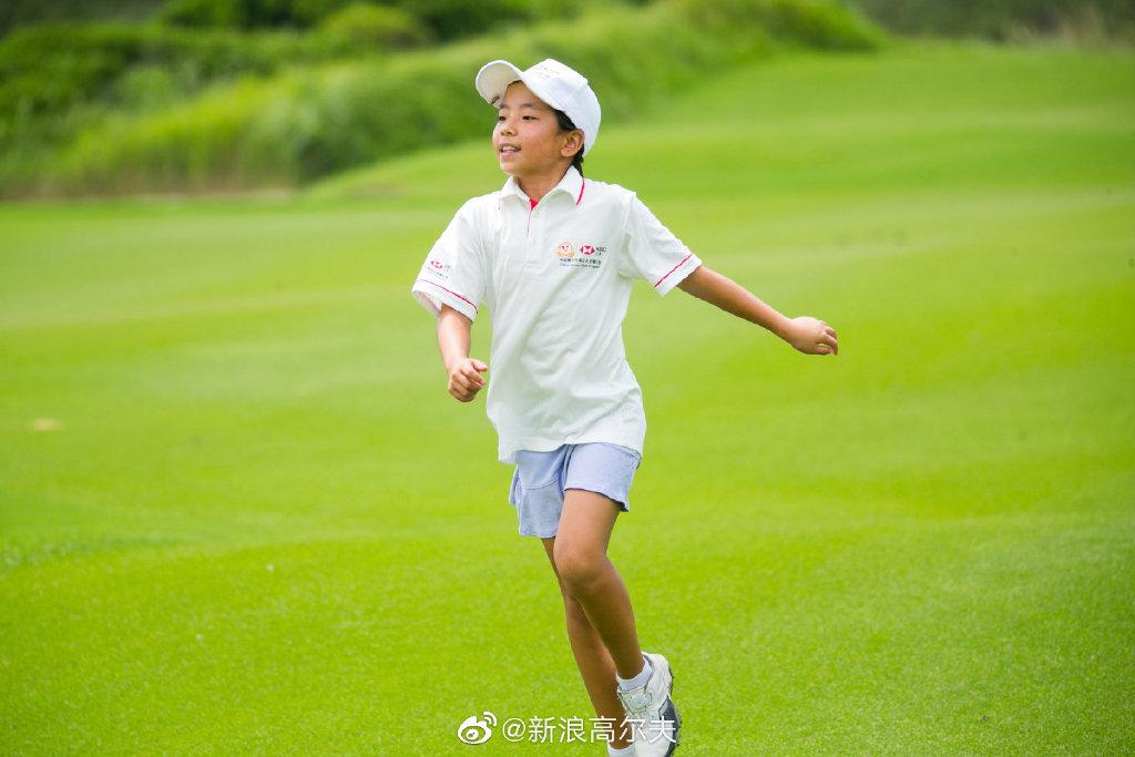 在上海结束的汇丰青少年 总决赛上,刘国梁女儿刘宇婕以148杆的成绩