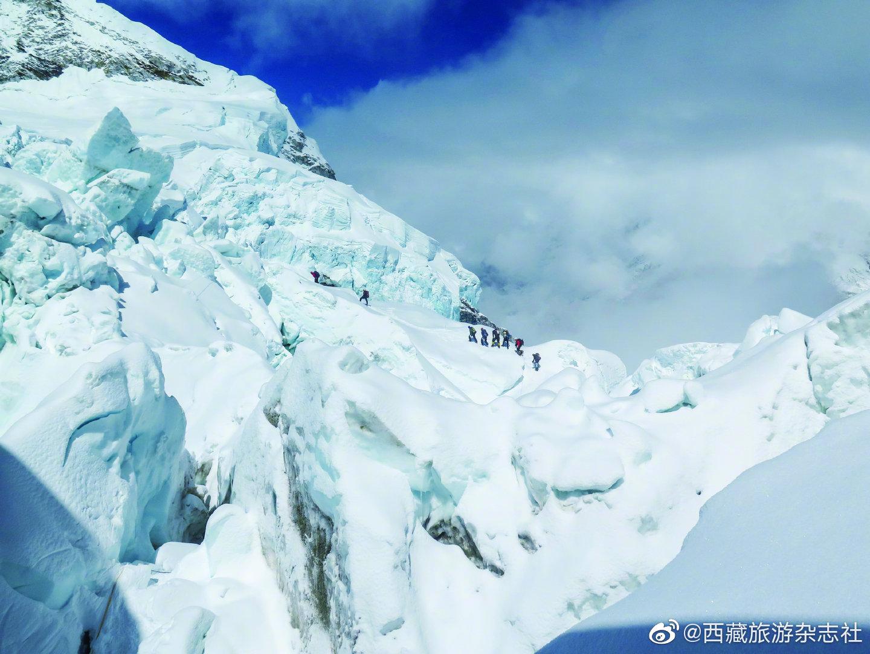 """珠峰""""上班族""""了不起的夏尔巴(西藏旅游杂志201期 摄/Pasang Rin"""