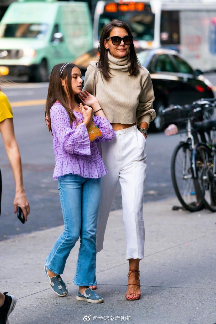 Katie Holmes 凯蒂·霍尔姆斯 和女儿Suri Cruise 苏瑞·克鲁斯 近期街