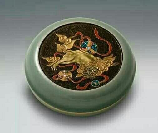 漆器是中国古代在化学工艺及工艺美术方面的重要发明