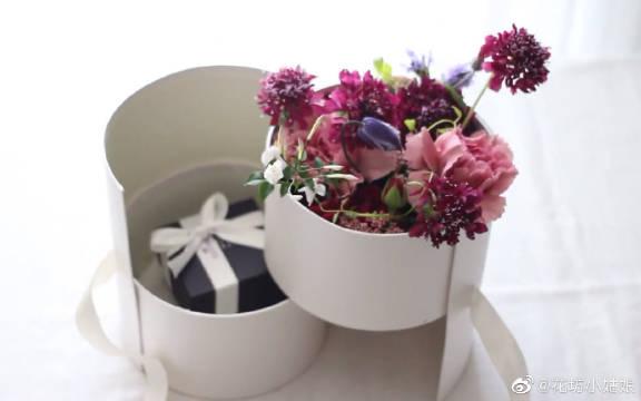 下个母亲节不知道送什么?我来告诉你,双层鲜花旋转礼盒
