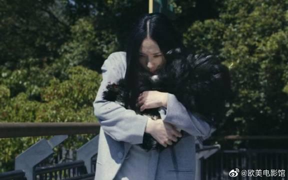 科幻电影:人类对寄生兽开枪,她不但不跑,还用头发保护人类孩子