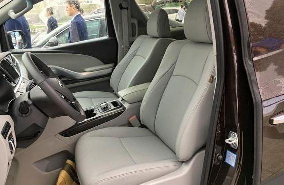 配电动门+航空座椅,瑞风M6比GL8更有诚意