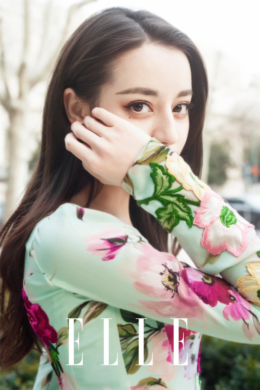 花团锦簇的 迪丽热巴 优雅而迷人 摄人心魄的美让人移不开视线