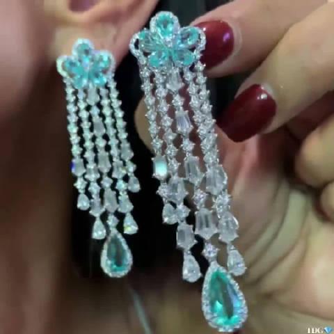 Ins时尚珠宝设计:帕拉依巴碧玺钻石流苏耳坠来源Instagram