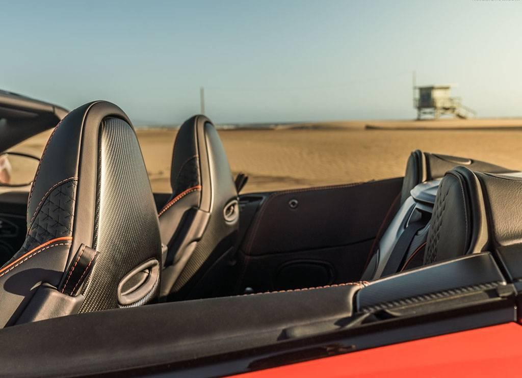 又一个12缸硬货!阿斯顿·马丁DBS敞篷版海外上市!