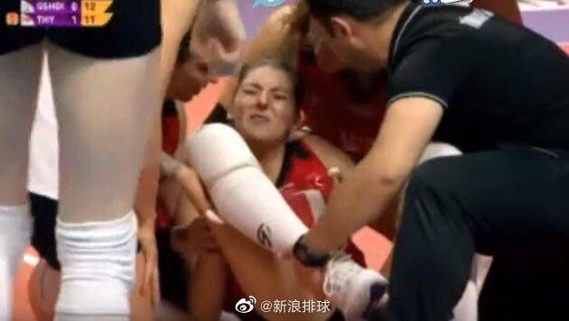 土耳其女排联赛,土耳其航空的荷兰名将布吉斯踩在对手脚上