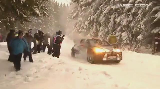 刺激!游离在失重边缘,Kimi-莱科宁参加  瑞典冰雪拉力赛