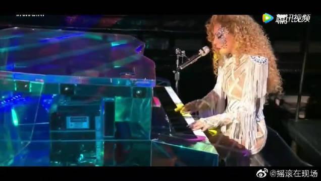 全美音乐奖Lady Gaga嘎嘎表演热单,化身正能量天使