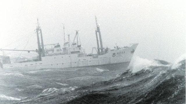 052和055型驱逐舰能在10米高的海浪中穿行吗?