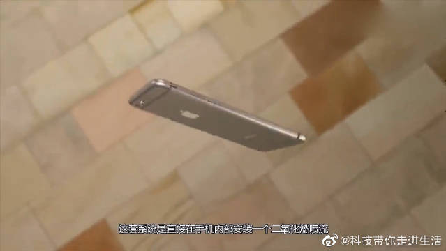 """苹果公司给手机装""""降落伞"""",手机掉落自动打开,是手残党的福音"""