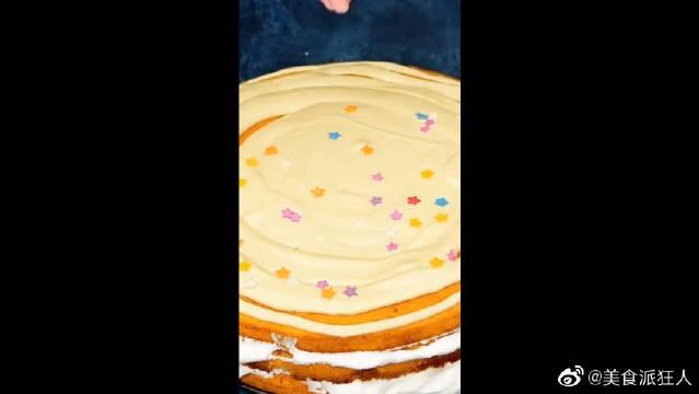 今日份不可多得的奶油蛋糕,还减什么肥啊!勾起了肚子里的谗虫。