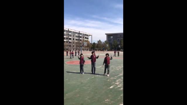 中国小学生跳绳都一直相当厉害,没见过这么秀的花式跳绳