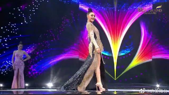 高贵奢华的流苏长裙,修身的设计,勾勒出美丽的身影!