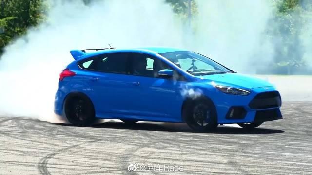 视频:福特福克斯RS -加速和排气声音