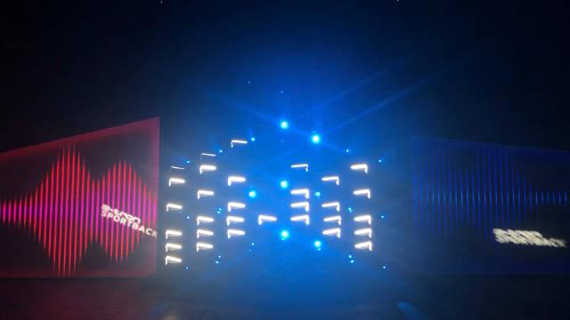 若干奥迪e-tron大灯组成的灯光秀