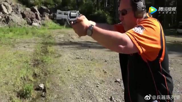 357手枪,装弹6发,手枪的枪法很精准