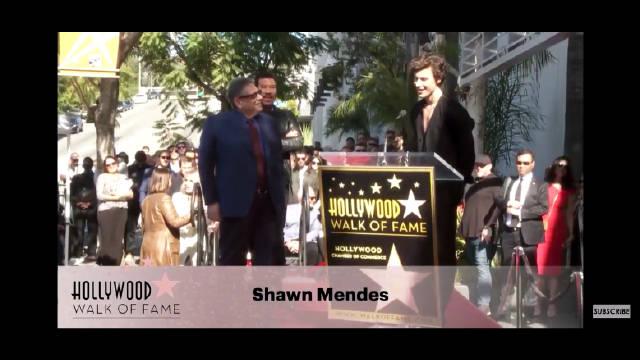 今天的好莱坞星光大道荣誉颁奖典礼上萌德的Lucian Grainge致敬的完整