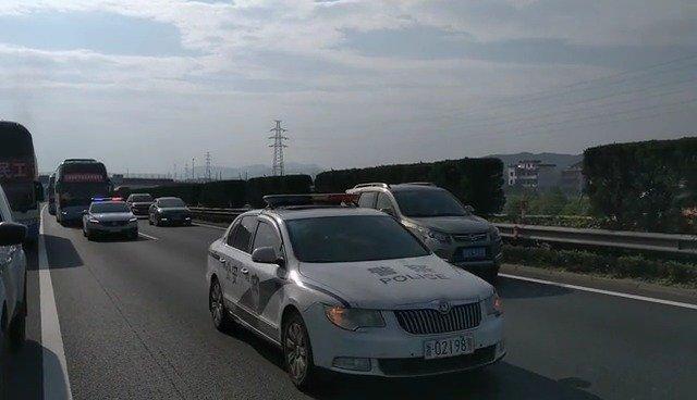 17辆复工大巴接贵州务工人员返岗,浙江高速交警接力护航