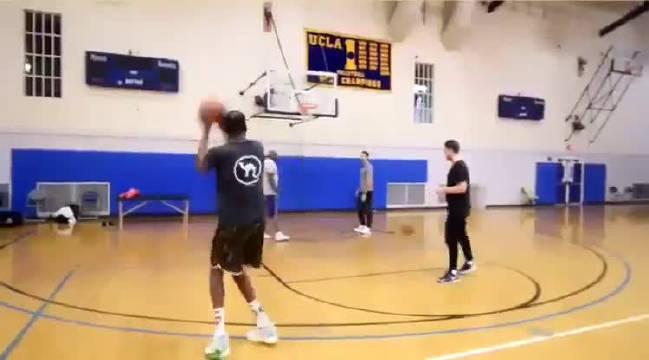 杜兰特进行投篮训练!手感依旧