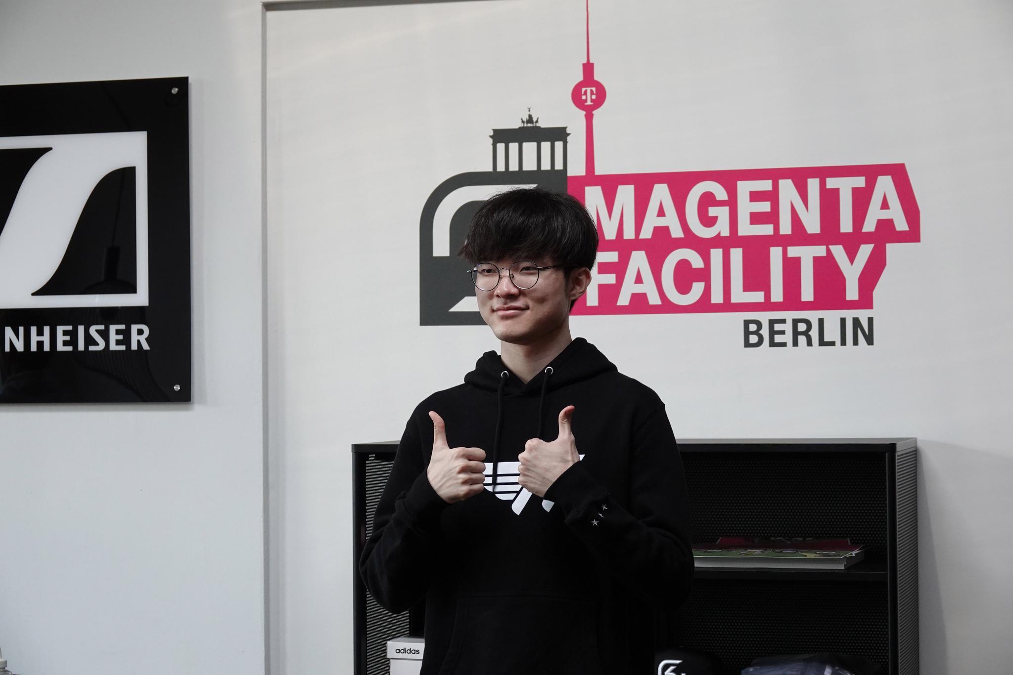 SKT晒照:去探访了位于柏林的SK俱乐部基地