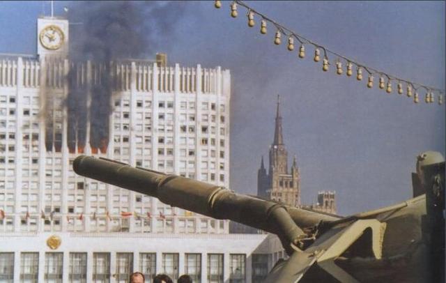 """苏联解体之后,俄罗斯总统叶利钦为什么要""""炮打白宫""""?"""