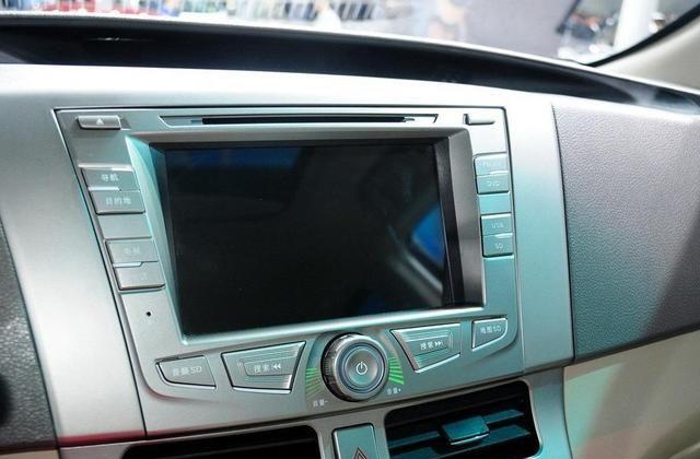 比亚迪M6是精明人的选择,行驶品质一级棒,适合中年男人