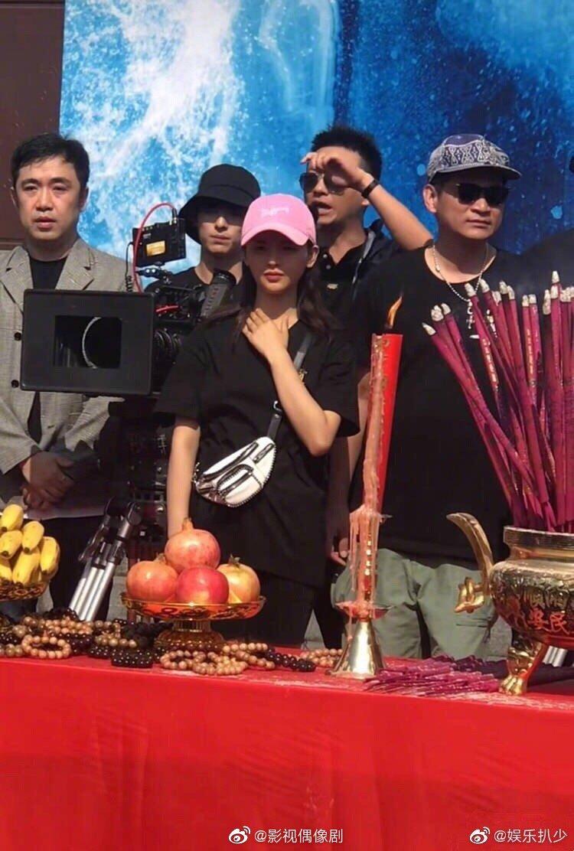 火箭少女101杨超越、傅菁的新剧《神医凰后》今天开机了