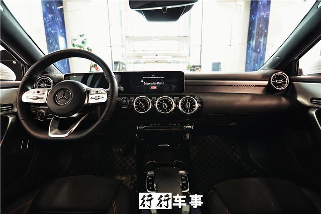 科技爆棚|贵州首台奔驰A200L鹏龙晨曦到店实拍