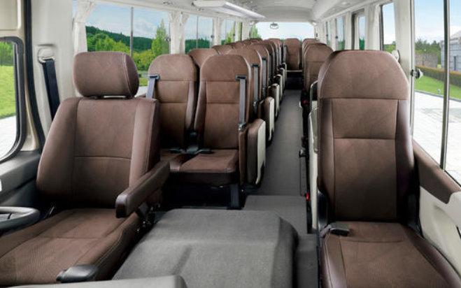 中巴车里的埃尔法,最多能坐29人,增配主动刹车,扭矩461牛米