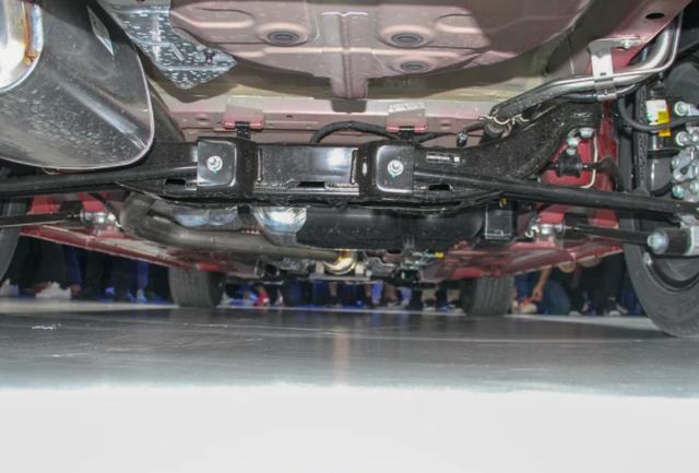 车长4米6,轴距2米6,全新雪佛兰Monza解析,车身采用双腰线设计