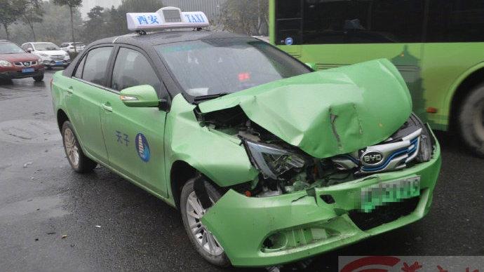 餐厅服务员买假驾照开出租车  营运第二天就出事故