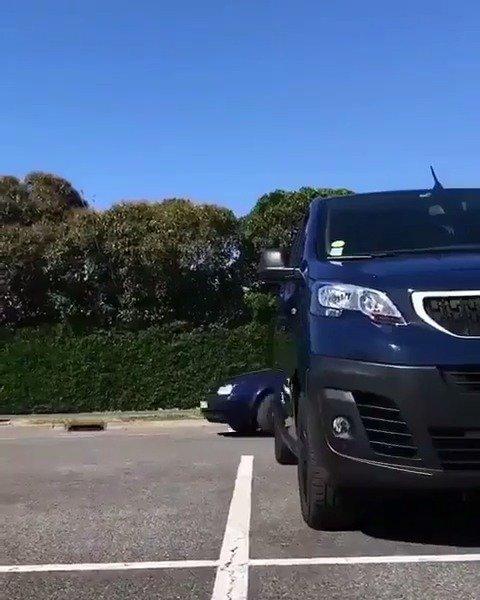 这是很多车主都怕发生的事情,在停车场无缘无故躺枪。