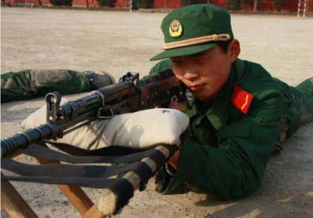 士兵练枪爆头是什么概念? 其实打靶达到这个环数就能做到!