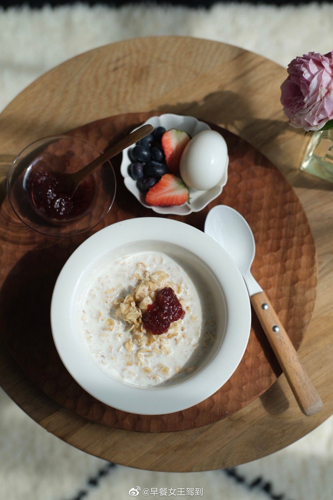 2月的最后一天在阳光里吃了简单的早餐有喜欢的书、有自己种的