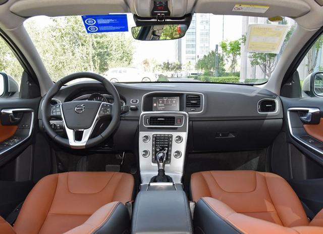 24.98万起这款豪华B级车新款上市,降价5万 为何仍没有诚意?