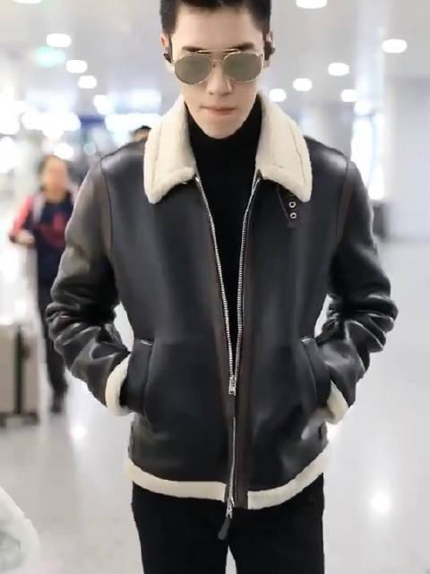 王子异北京机场出发黑色羊绒皮衣+黑色高领毛衣+墨镜今日份的大