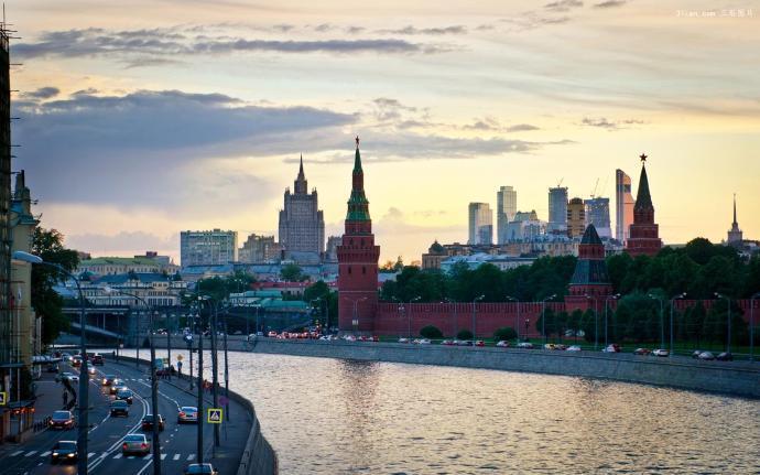 战斗名族俄罗斯的首都莫斯科因为规划优美,掩映在一片绿海之中