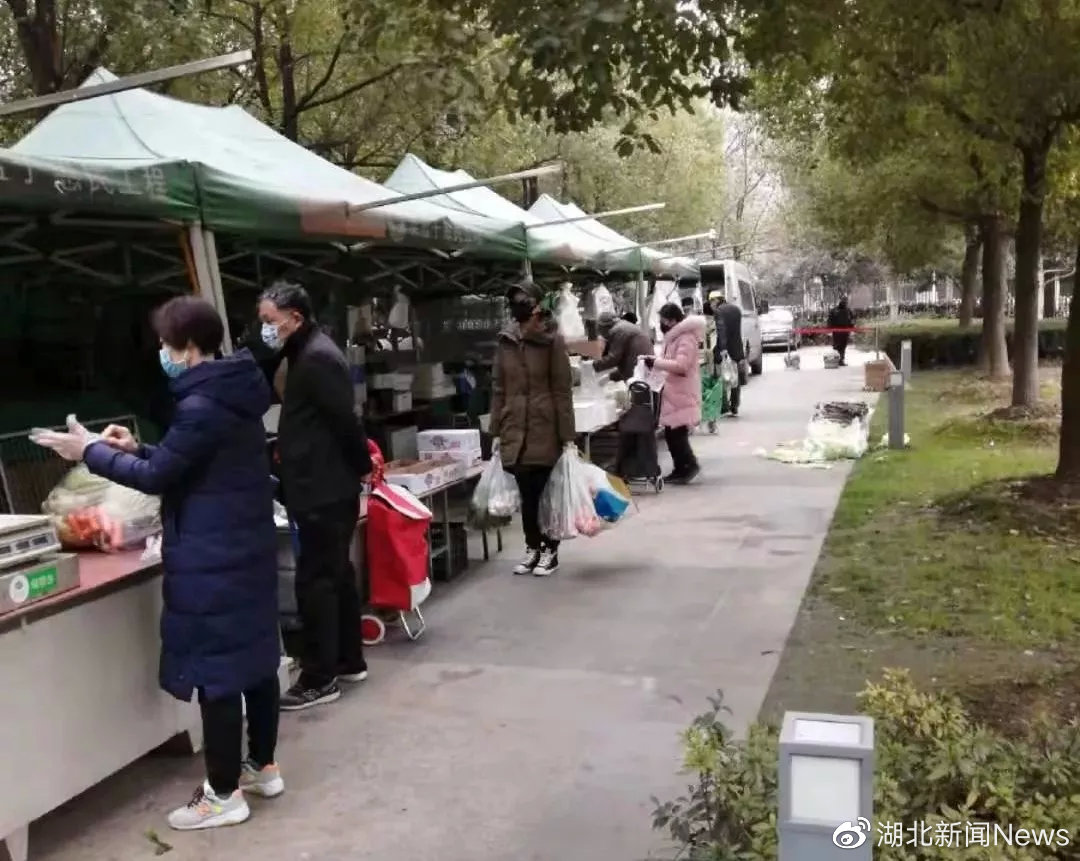 """武汉这个小区的107位业主,给物业发了6万元""""奖金"""""""