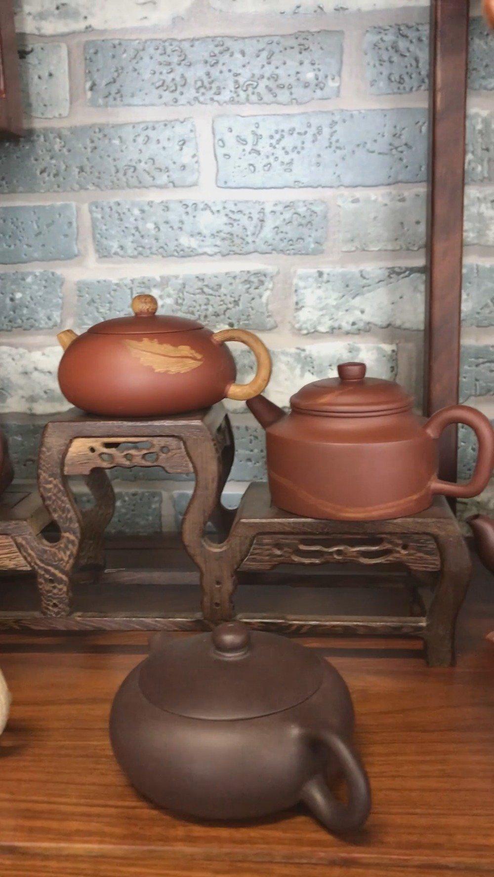 紫砂壶是中国特有的手工制造陶土工艺品,其制作始于明朝正德年间