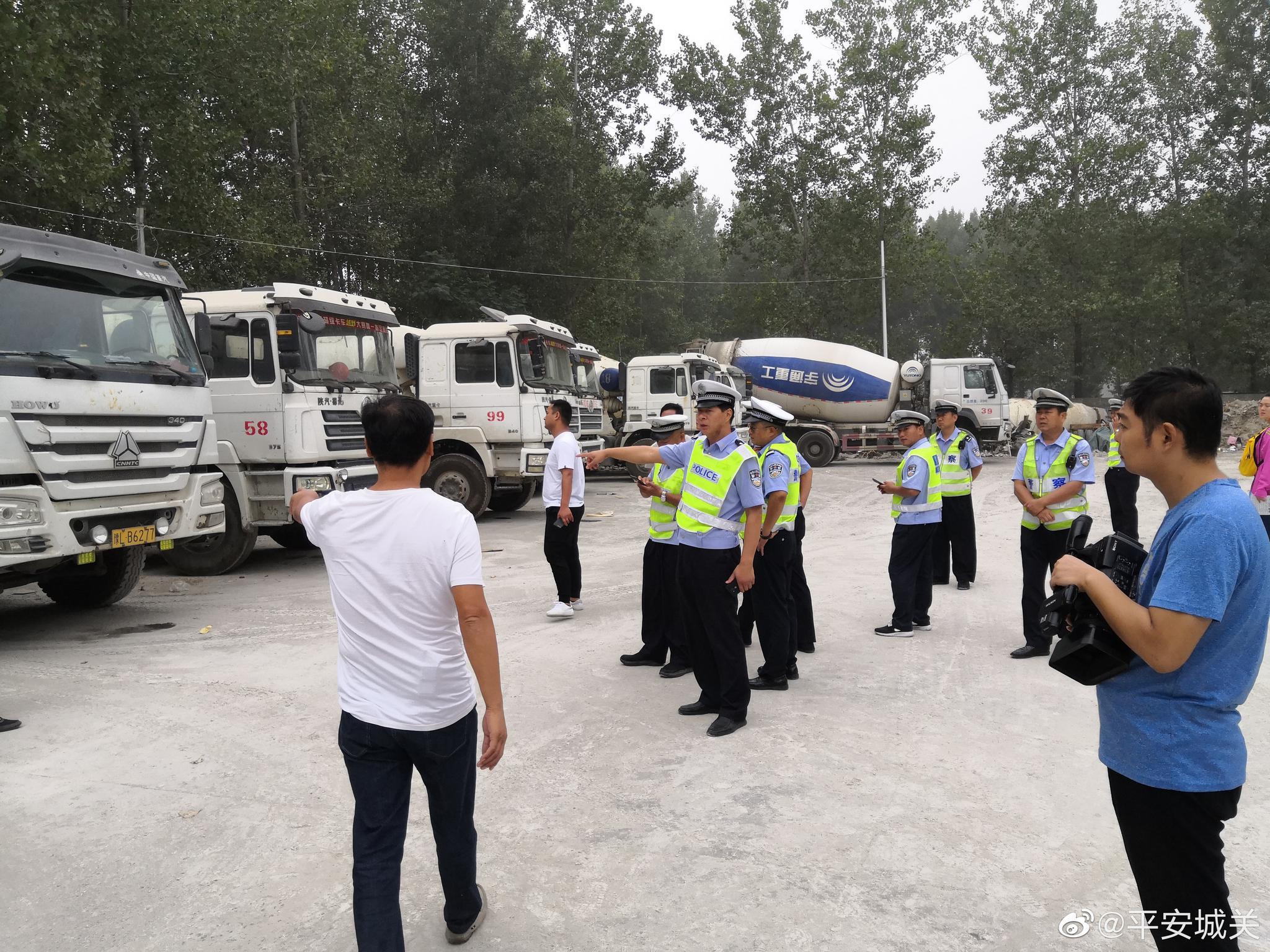 9月 12日上午漯河市公安局城关分局交管巡防大队民警在大队长张建平的
