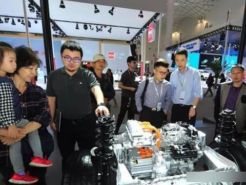 首届海口国际新能源汽车展览会在海南国际会展中心开幕啦