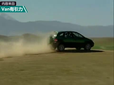 视频:2000年的老片子,四驱的雷诺风景RX4