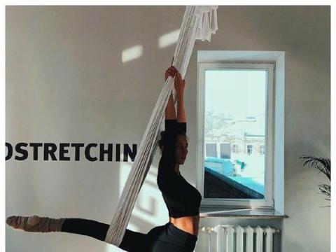 24岁美少女热爱瑜伽,大长腿一览无余,成为健身界大佬!