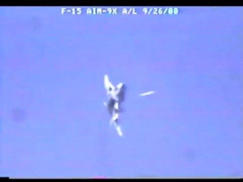 美国三军通用编号AIM-9响尾蛇(Sidewinder)空对空导弹是第一款以红