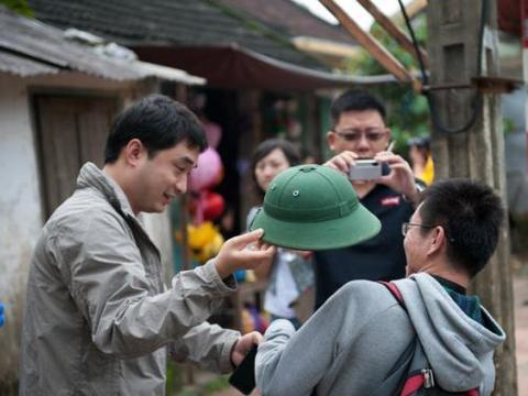 中越边境许多越南人摆摊,其中有一种商品,中国男游客不能接受