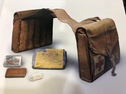 战地天使:战争时期的医疗系统,基础急救包仅有两卷纱布