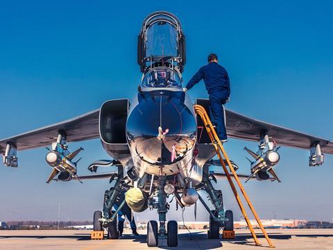 飞豹研制历程三大创新—空射反舰导弹、先进航电设备、飞行模拟器