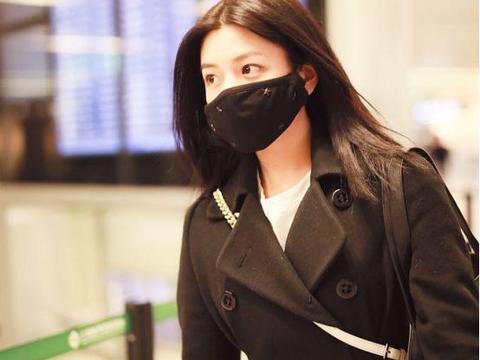 陈妍希宝妈一枚,机场穿搭保暖又吸睛,变得时尚又美丽